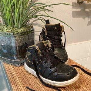 Baby Jordan's retro black and gold Size 6